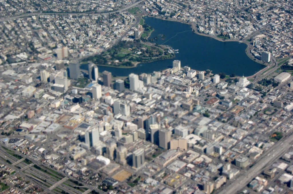 Closeup_aerial_view_of_Downtown_Oakland_and_Lakeside_Park-1024x768